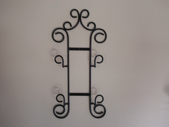Metal plate rack plate holder plate hanger plate display wall mounted trivt holder black wrought iron holdes two small plates : wrought iron plate rack wall - pezcame.com