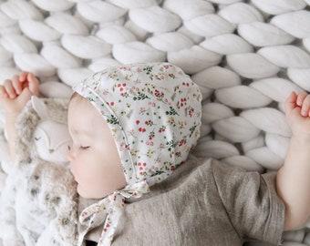 CLAIRE- white floral Reversible bonnet