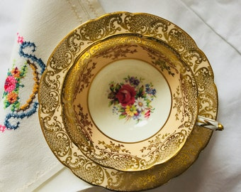 Vintage Paragon Double warrant Floral China Teacup & Saucer By Appointment of H.M. Queen Mary, Double stamp