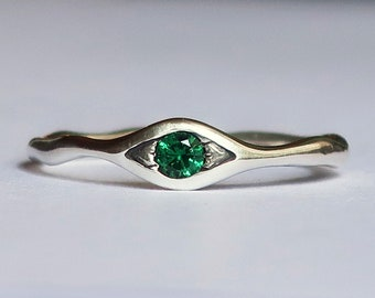Sterling Silver and Green Spinel Eye Ring
