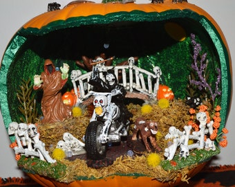 Halloween Diorama, Pumpkin Diorama, Halloween Miniature, Halloween Table Decoration, The Midnight Death Ride ,Ready to Ship!