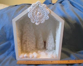 Winter Wonderland scene!  Can hang on wall or sit on table