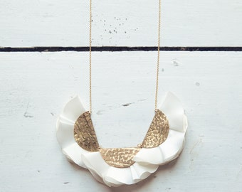 Statement necklace in gold leather and white silk for women