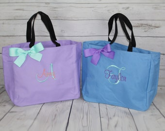 13 Personalized Bridesmaid Tote Bags - Wedding Party Gifts - Bridal Party Gift - Monogrammed Initial Totes - Mother of the Bride - Mom Gift