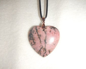 Heart-shaped Black and Pink Rhodonite pendant (JO575)