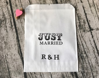 24pcs personalised white paper wedding favour bags JUST MARRIED wedding gift bags • wedding buffet bags Candy Lolly Bags Cookie Bags