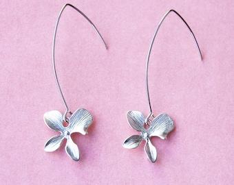 Pretty White Gold Flower Linear Earrings