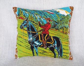 Cushion, Retro cushion, Retro cushion cover, Horse cushion, Canadian cushion cover, Cute cushion cover, Handmade cushion cover, pillow