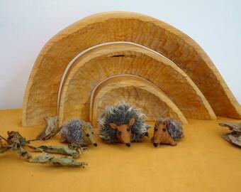Felt hedgehog family -Waldorf inspired - Nature table autumn - Vilt egel familie - Antroposofisch - Seizoentafel herfst