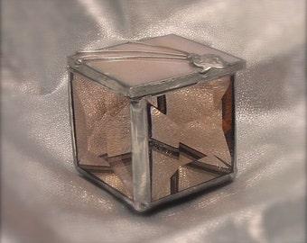 A peachy ring box