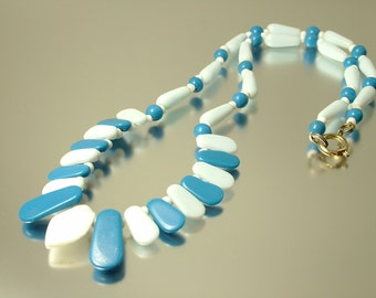 Vintage/ estate 1950s/ 60s Mod/ retro pale blue and white glass bead costume necklace - jewelry