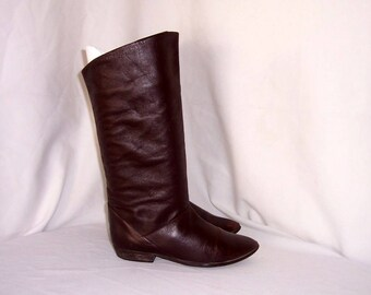 Sz 8 M Vintage tall Dark Brown Genuine Leather 1980s Women Flat Pirate Slouch Boots.