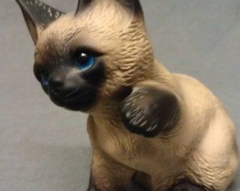 The Harvest Knox Kingdom Siamese Cat with Blue Eyes Cat Figurine