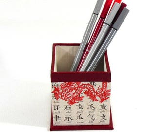 Red Chinese motifs pencil holder