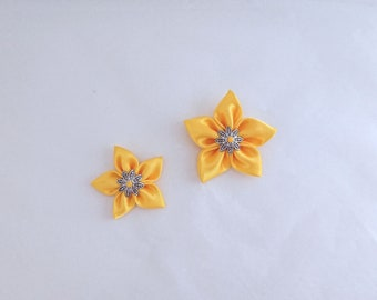 Set 2 yellow satin flowers