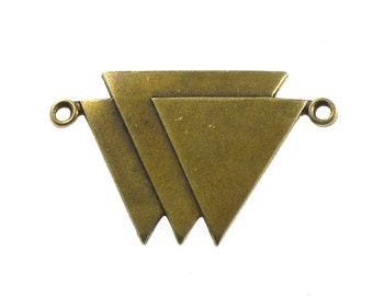 SALE 2 TRIANGLE geometric jewelry pendant in antique brass. 19mm x 30mm (ST65b)