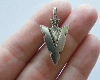 6 Arrow head pendants antique silver tone G11