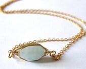 Aigue marine fil enroulé collier de pierres précieuses, romantique, un cadeau pour maman, cadeau d'un ami, cadeau d'anniversaire, cadeau d'anniversaire