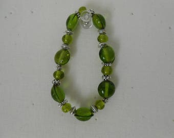 Green and silver glass beads bracelet