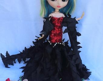 Glamorous dress for pullip