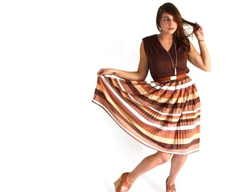 striped brown dress . vintage 1970s dress . fit and flare dress . pleated skirt dress . size large . terrycloth dress