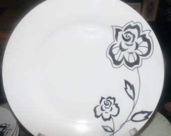 Vintage (c. mid 1990s) Moda | Casa Moda porcelain dinner plate.  Black flowers on pure white.