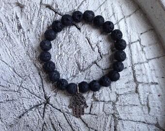 Beaded bracelet with a hand-shaped charm of Fatima