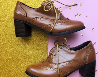 Retro 1960s Style Ornate Brogues / Tiny Size US 4 Oxfords / Wingtip Derby Kitten Heels