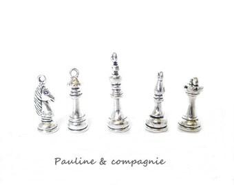 5 charm silver theme chess set