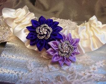 Bridal Garter / Ivory Wedding Garter / Regency Purple Garter / Lavender Daisies Garter / Country Chic Wedding / Purple Wedding Garter