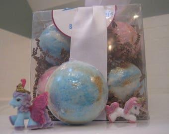 NEW - FREE SHIPPING - Unicorn  Bath Bomb Gift Box - 8 Glittering Bath Bomb with Unicorn Toy Inside