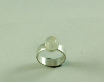 Silver ring with Rainbow Moonstone of 10 x 8 mm in ornamental settings