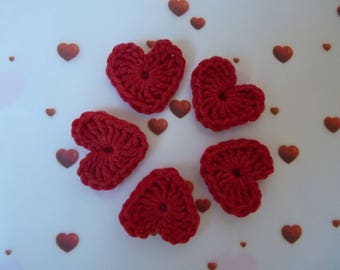 5 little crochet red hearts