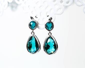 783 Green crystal earrings, Drop silver earrings, Bridesmaid gift, Bridesmaid gift earrings, Emerald crystal earrings, Bridal party gifts.