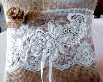 Serpentins et toile de jute pays mariée bague de mariage au porteur oreiller paillettes dentelle Vintage perles Ribbon Bow