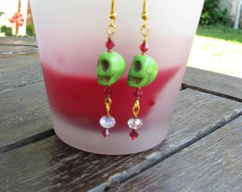 Earrings green and pink head skull