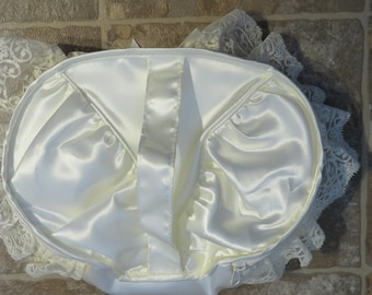 """WEDDING Cosmetic Toiletry BAG, Vintage St. Michael's Marks & Spencers, IVORY Lace / Flower, 10 x 7"""" (#24J)"""