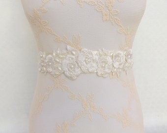 Ivory bridal sash belt. Embroidered flowers decorated with Ivory Pearls. Floral wedding sash belt.