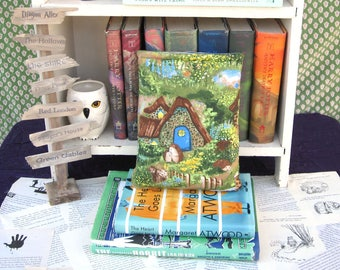 MAXI BOOK SLEEVE- Hedgehogs in Storyland - Book Pouch, Book Protector