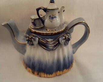 Adorable KPM Porcelain teapot
