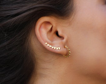 triangle ear climber - minimalist ear climbers -  gold earrings - ear crawlers - trepadores -  Minimalist jewelry - Dainty earrings