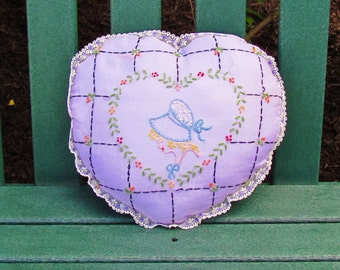 Vintage embroidered lilac pillow with lady in sunbonnet, 1930's lace trimmed purple boudoir pillow, heart shaped pillow