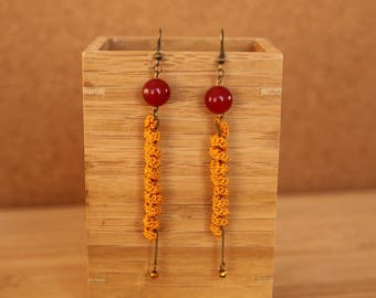 Thais mustards crochet loops and beads