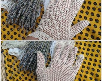 Antique French Beige Lace Gloves Hand Crochet Cotton Filet Bee Purl Size Medium 7-7.5 Bridal Accessory #sophieladydeparis