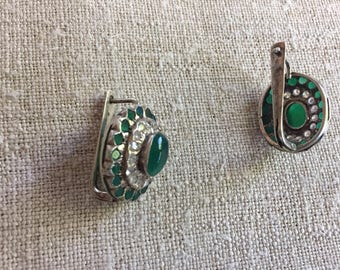 Silver earrings with nephrite
