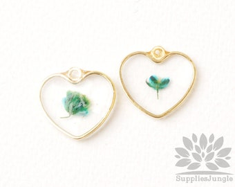 P965-05-GR// Gold Plated Framed Heart Real Dried Pressed Green Flower Pendant, 2pcs