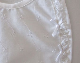 White cotton bib with bows