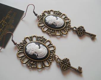 Cameo earrings Victorian earrings Vintage earrings Black cameo earrings Cameo jewelry Victorian jewelry Vintage jewelry Oval earrings