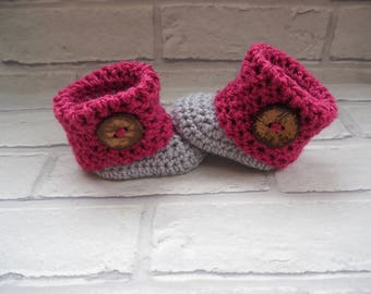 baby girl booties/crochet baby booties/baby shower gift/slippers/Ugg boots/baby shoes/handmade booties/photo prop booties/christening shoes.