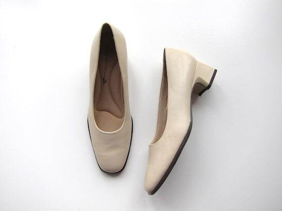 Leather Block Heels   Neutral Off White Square Toe Pumps   90s Minimal Slip Ons Modernist Block Heal Pumps Vintage Casual Womens 8.5 / 9N